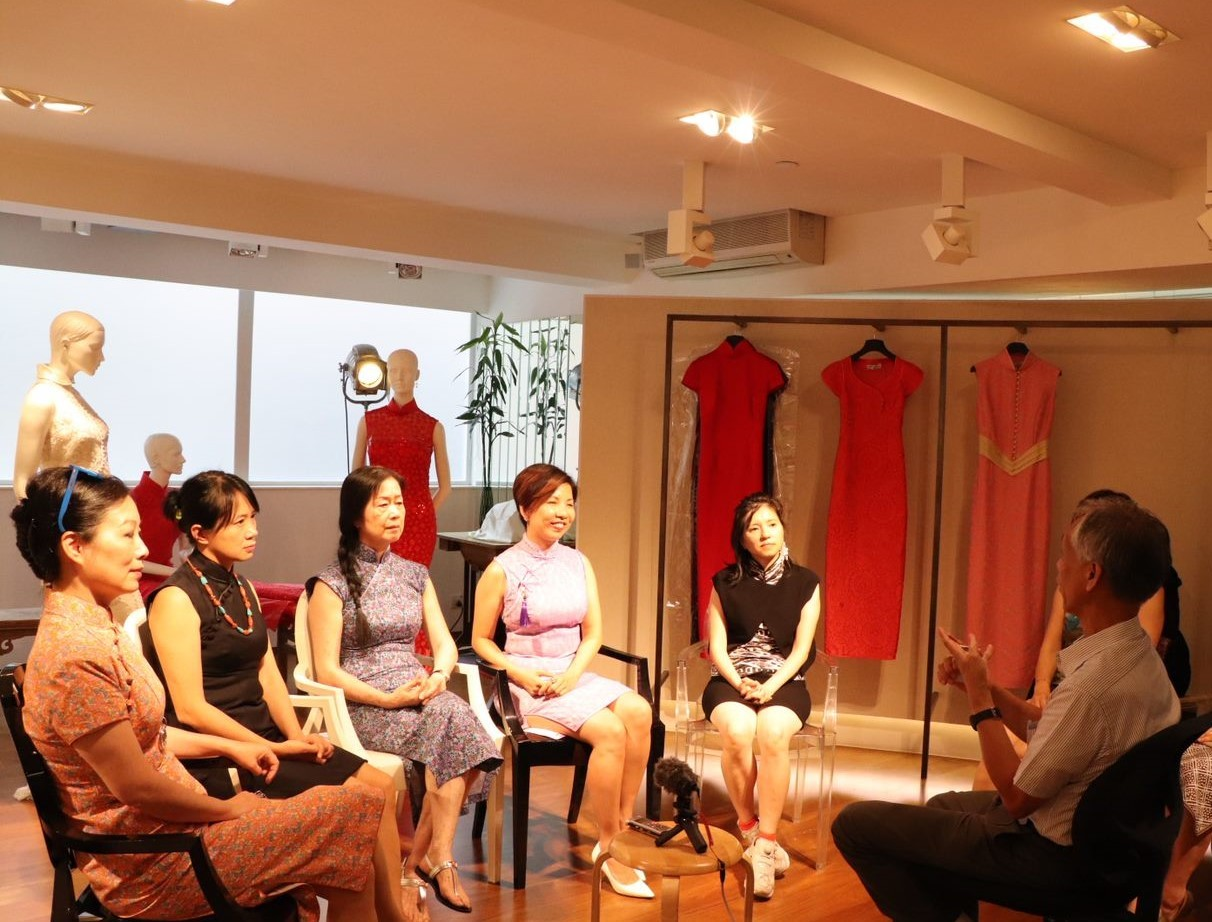 Prof. Liu has taken the initiative to form the Hong Kong Cheongsam Association, which brings together industry practitioners, fashion design schools, and enthusiasts.