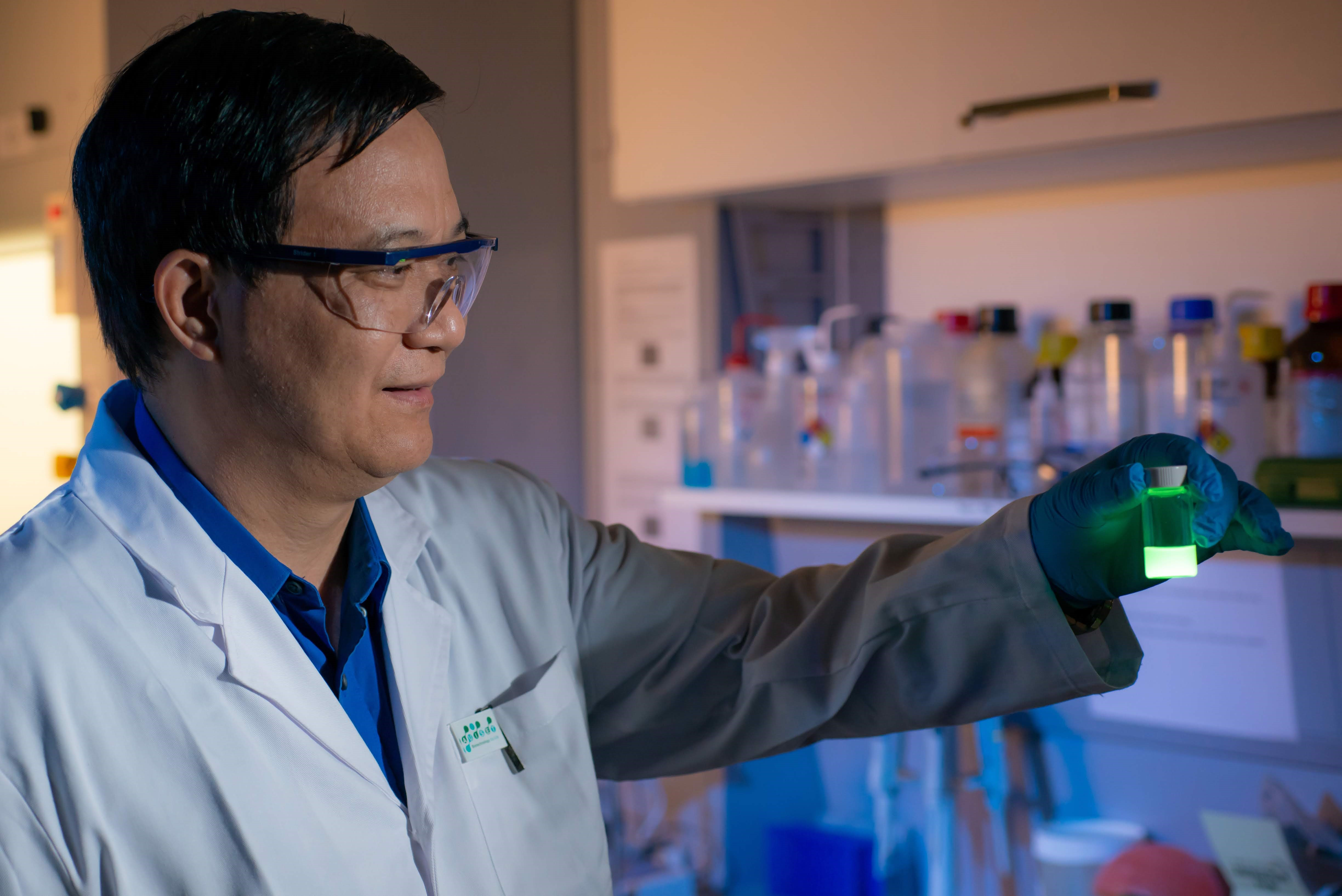 Since 2001, Prof. Tang has been researching on the unique photophysical phenomenon of AIE, leading to the development of more than 200 high-performance fluorescent materials with wide-ranging applications.